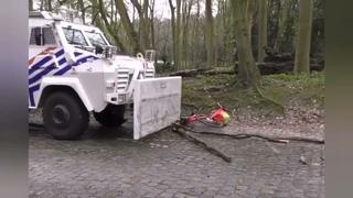 Dispositif policier surréaliste ce soir au Bois de la Cambre à #Bruxelles