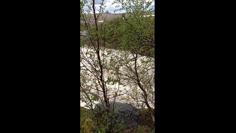 Слив воды на ГЭС.