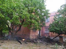 Во время сильного пожара в Горловке пострадали квартиры и люди
