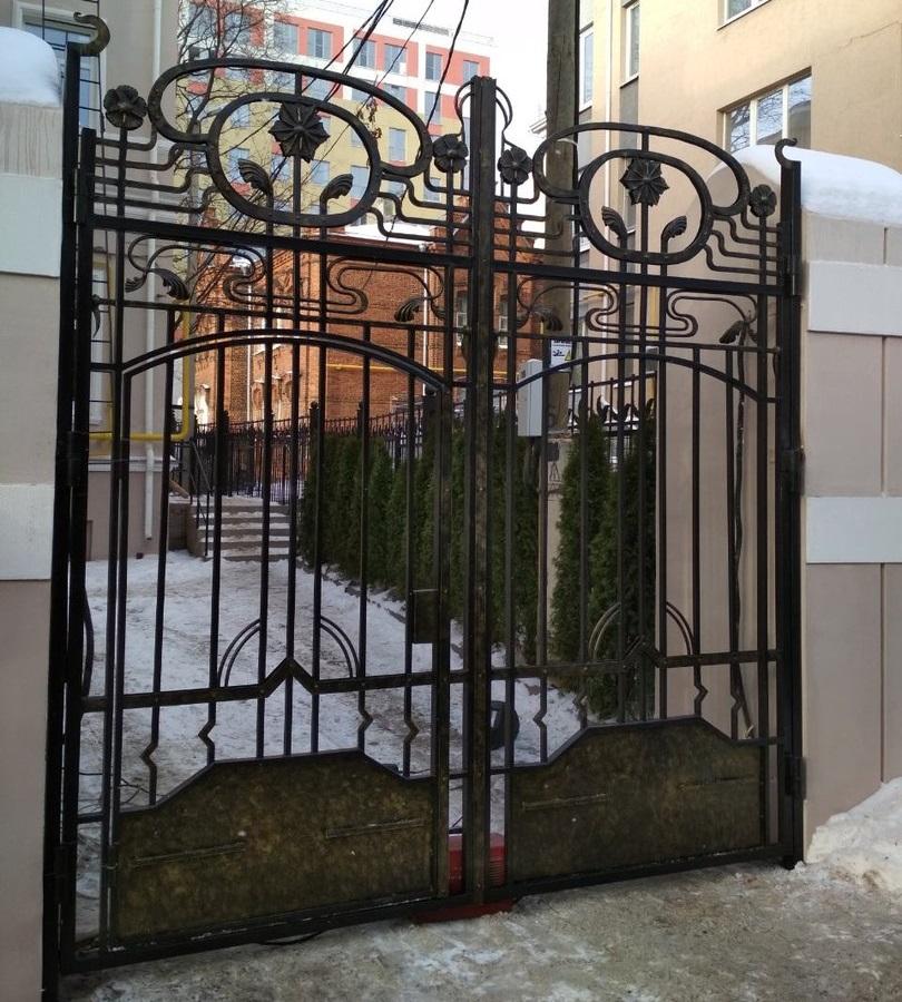Кованые ворота с художественной ковкой
