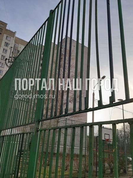 Ответственные службы привели в порядок спортивную площадку на Волгоградском проспекте
