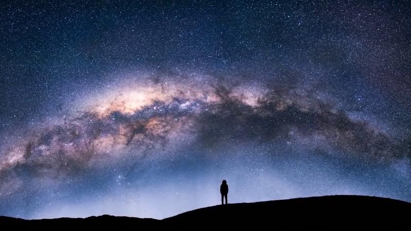 С какой скоростью Земля летает по космосу