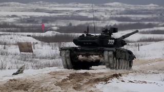 Танковые стрельбы на полигоне Алабино в Подмосковье
