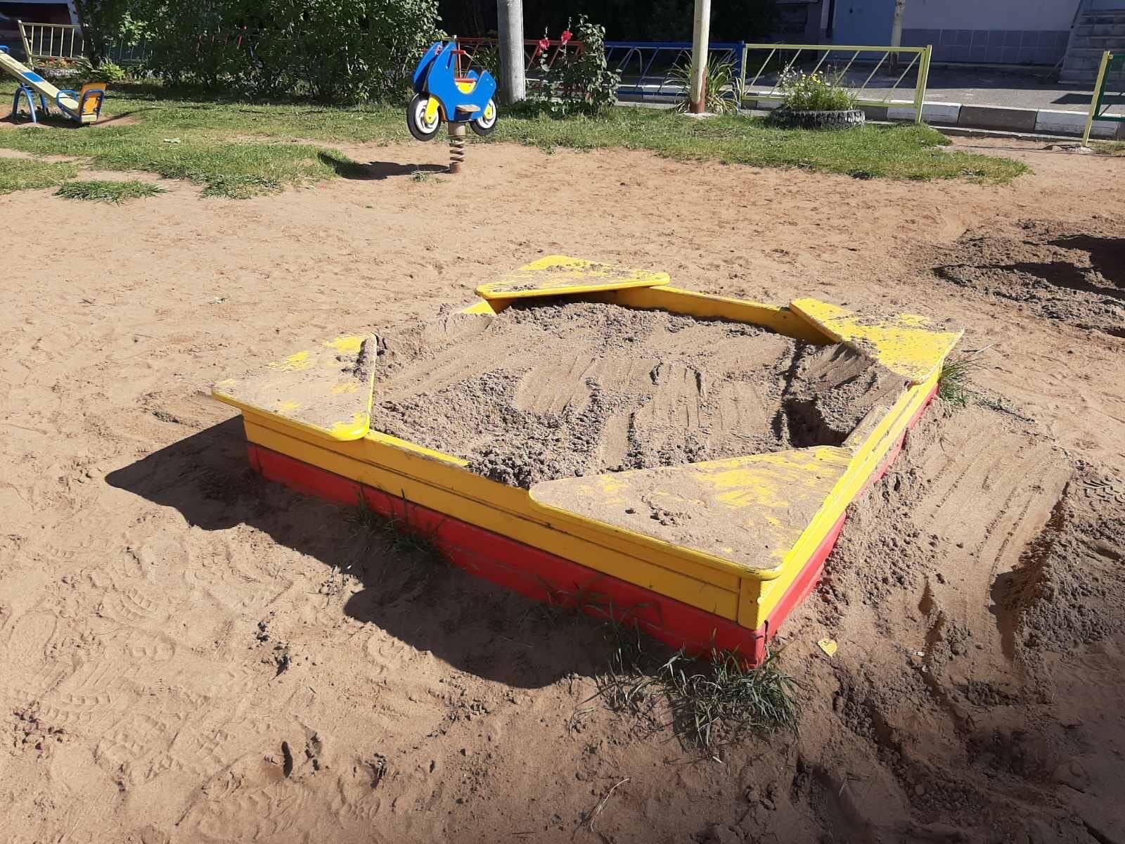 Улица Упита дом 3 подсыпали песок на