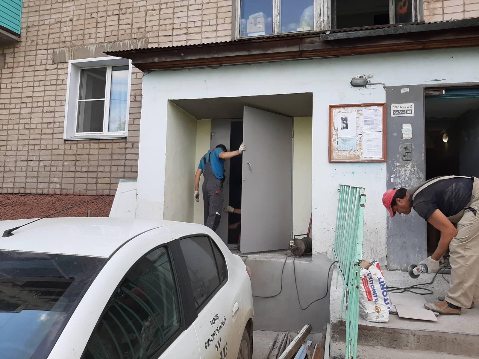 Улица Романа Ердякова дом 14. Установка металических