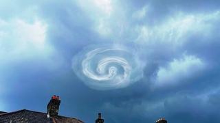 London Suffered! Thunderstorm and Tornado hits Dagenham, Barking, UK