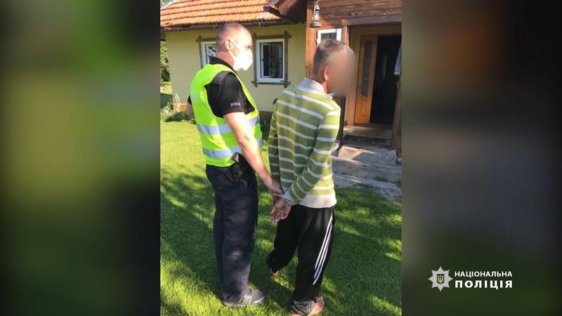 Поліцейські Івано Франківщини затримали чоловіка який чинив збройний опір