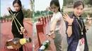 Wow amazing girl use slingshot like pro,slingshot skill,slingshot shooting