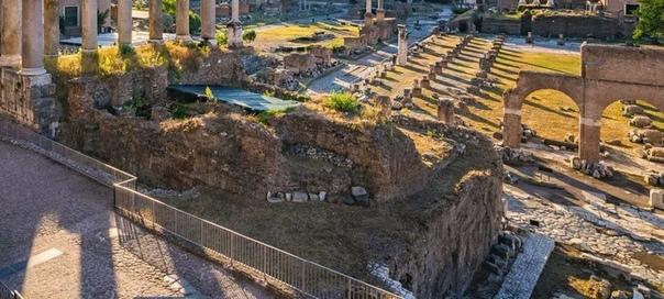 Археологи, возможно, обнаружили гробницу Ромула основателя Рима Археологи откопали захоронения, располагавшиеся под Римским форумом. Они считают, что там может быть упокоен легендарный Ромул,