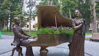 Памятник Клавдии Шульженко и Исааку Дунаевскому