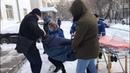 Всеволода положили в скорую помощь, но оперативники вытащили его и понесли обратно в суд