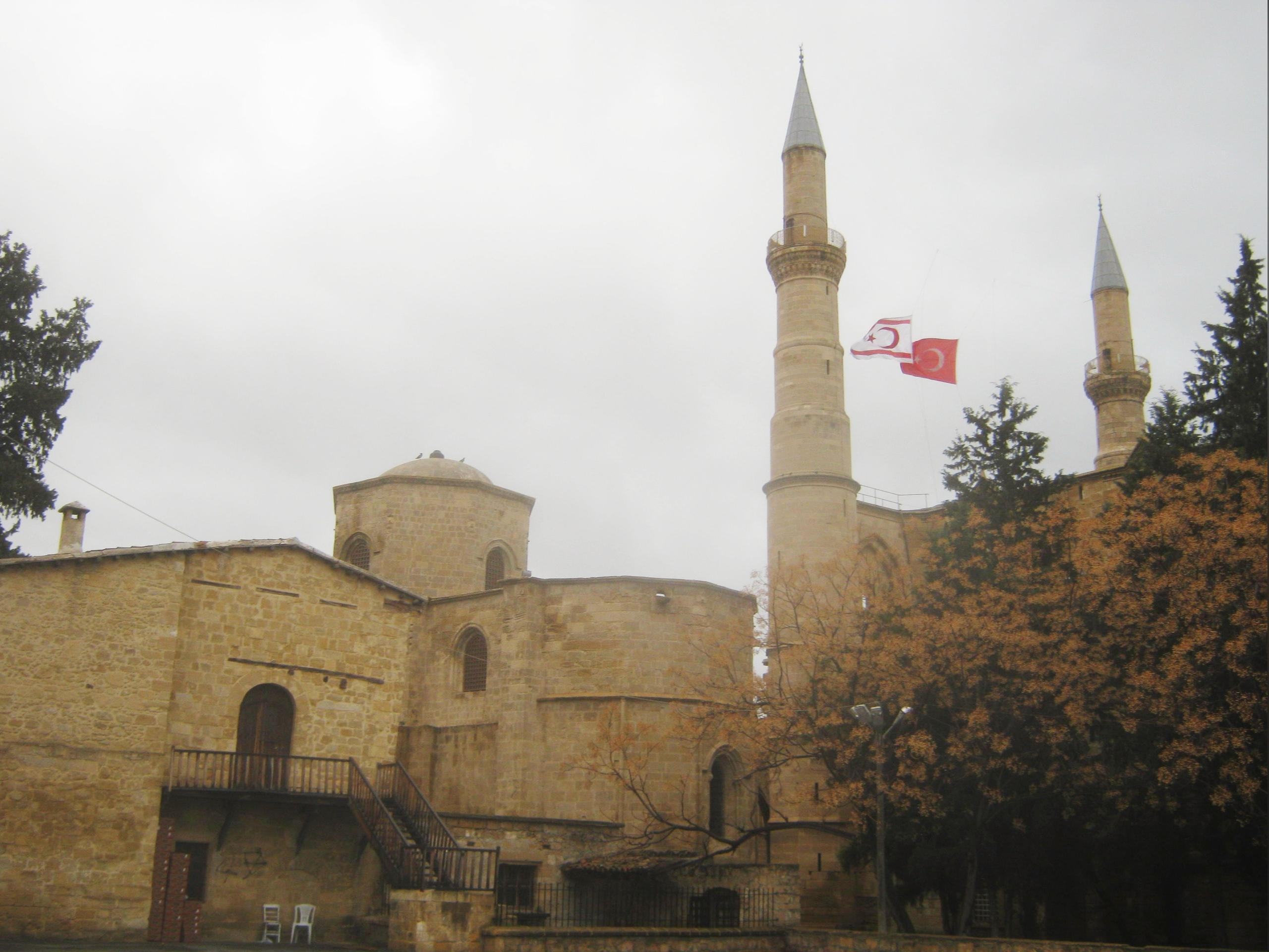 две церкви переделаны в мечеть