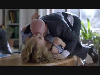 """Начальник пытается склонить Софью Лебедеву к сексу. Сцена из сериала """"Бывшие"""" (2018)"""