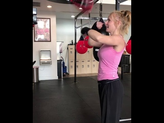 How to hit speed bag!  Female Boxer Vintage Boxing Gym