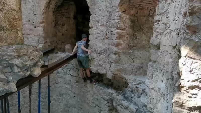 Марк лезет на башню
