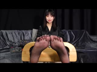 ticklish toes