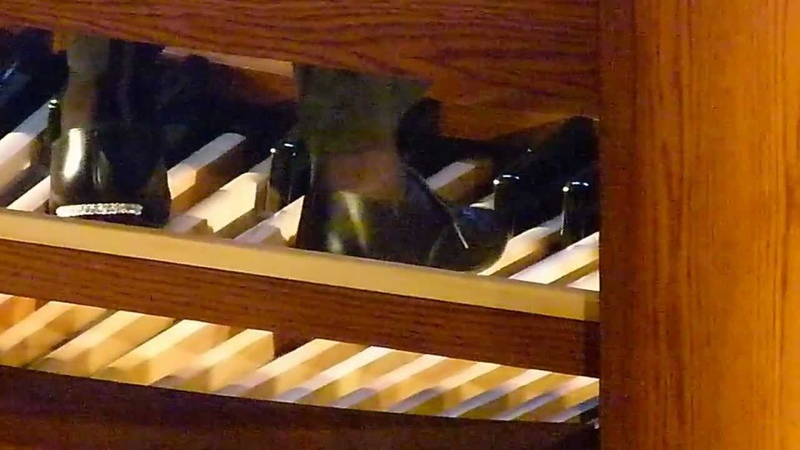 THE CORRECT WAY TO PLAY PEDAL ON THE ORGAN