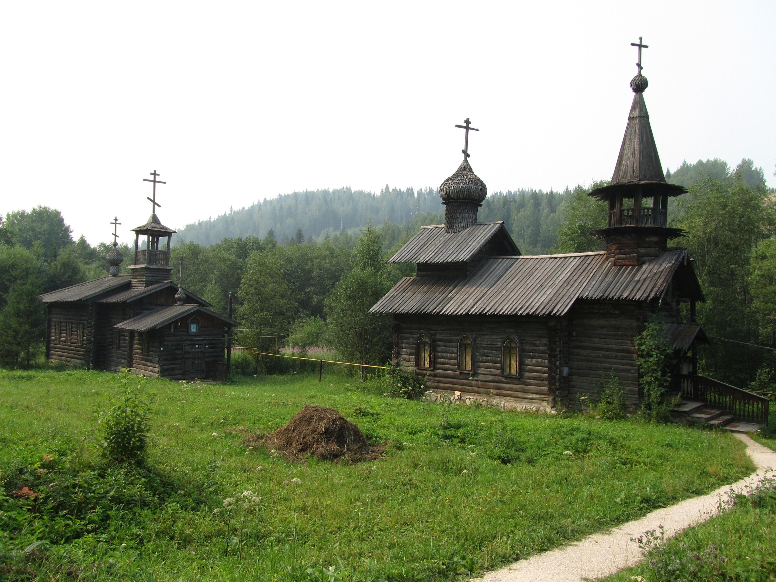 Старинные церкви в парке реки Чусовой