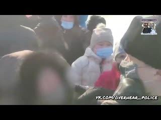 Нападение на полицию при исполнении.В Хабаровске пытались отбить своих, срывая маски с полицейских