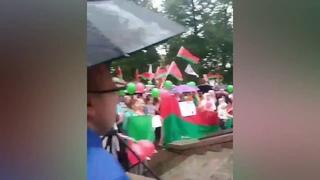 «Зелёный - это цвет долларов, Вы же любите доллары» - на митинге в поддержку Лукашенко