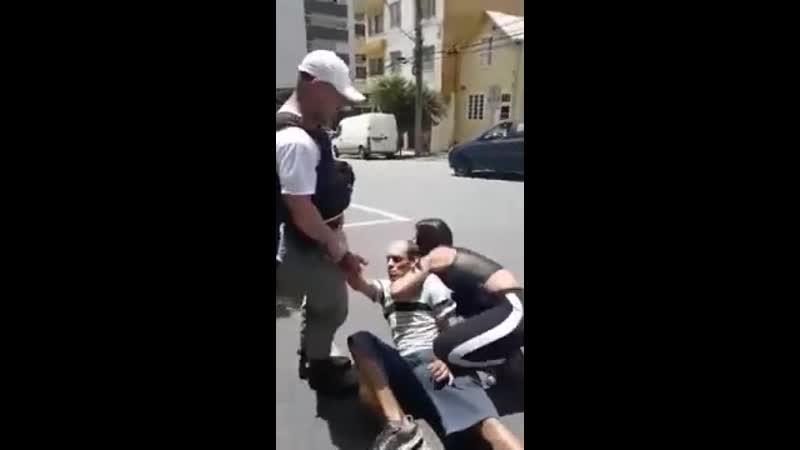 Бразильянка задерживает преступника