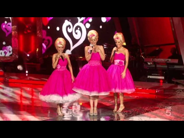 Carrie Underwood Christina Applegate and Kristin Chenoweth 60's Songs An All Star Holiday Special