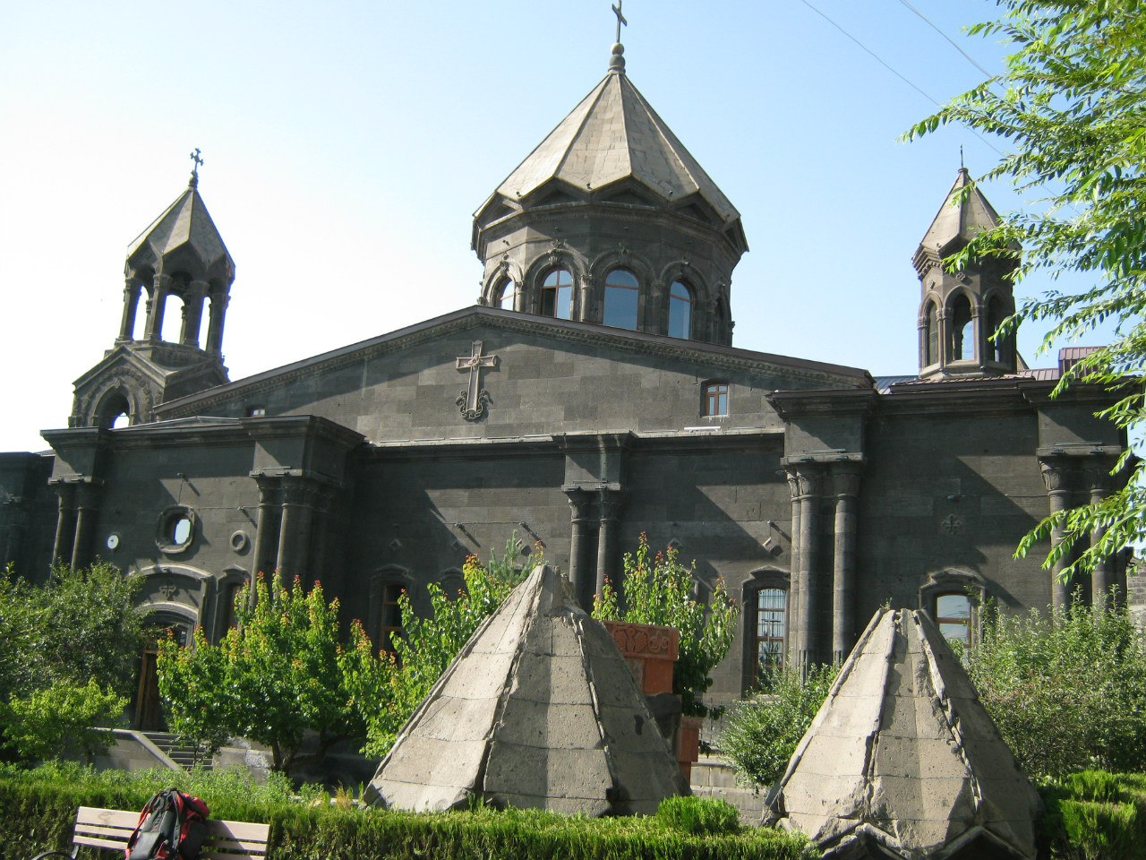 Купола на земле в Гюмри
