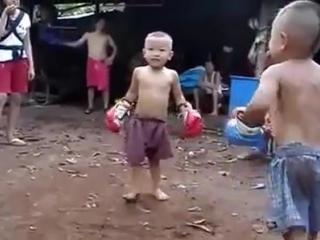 Funny Kids Thai Boxing , Смешные Дети -  Тайский  Бокс       ..