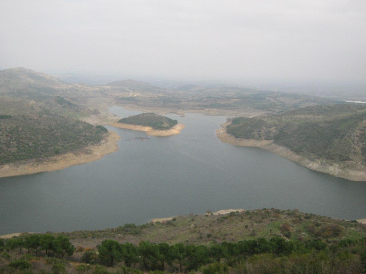 Вид на водохранилище с древнего города Пергамон.