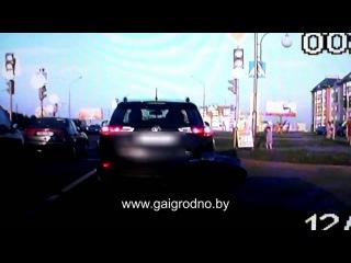 Видео от очевидцев, ребенок выскочил под колеса
