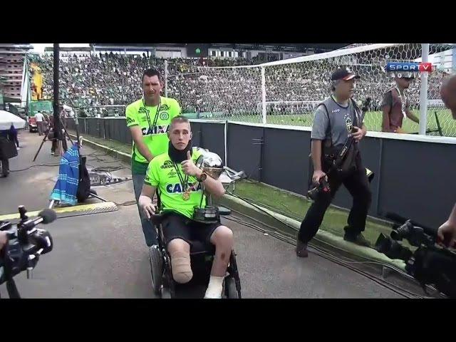 Jackson Follmann Alan Ruschel e Neto voltam Arena Condá e recebem medalha e homenagem