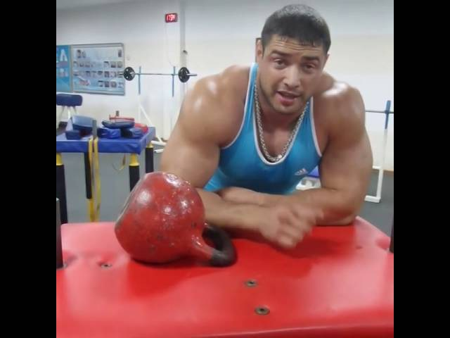 Dmitrij Trubin / lifting weights with one hand / Гиря на попа 32кг одной рукой