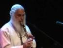 Klezmer clarinetist Moussa Berlin plays Kale Bazetsn