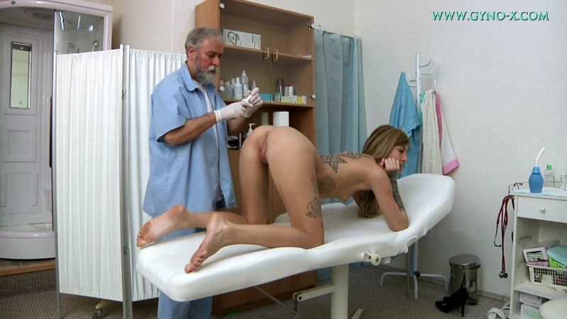Barbra на проверке у гинеколога Gyno X