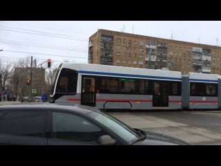 Трамвай УКВЗ 71-633 вышел на маршрут в Самаре. 28 марта 2016 г.