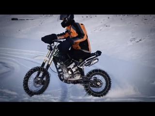 Зимой по льду на питбайке. шипованные цепи! wels 250
