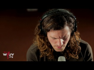 """Jesse Hale Moore - """"Holding a Sign"""" (Live at WFUV)"""