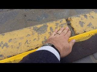 Разметку в Чрновцах комунальщики наносят нв песок и грязь с пылью.