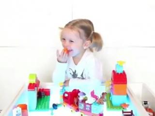 Уже 4 месяца Ника, доченька Кати  ekaterina_zueva_ играет с нашим столиком! Как много веселых игр придумала эта затейница🤗
