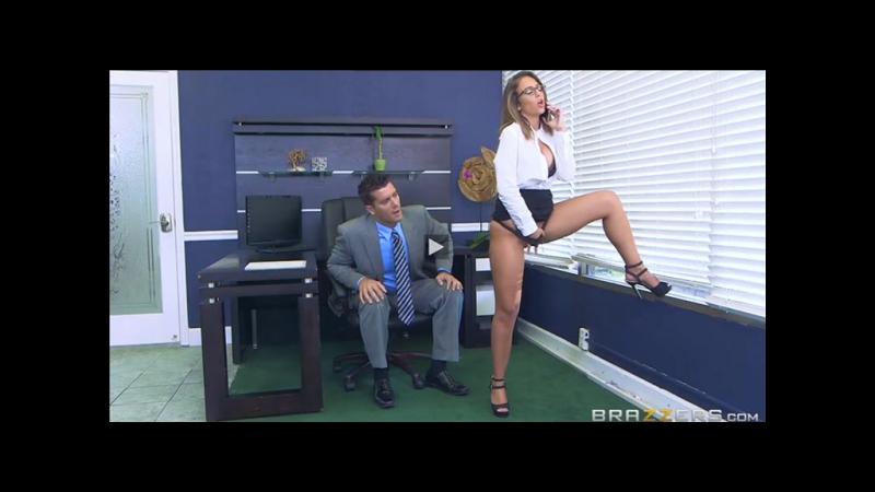 Секретарша показала своё тело боссу ( Домашнее порно