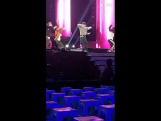 FANCAM 161231 #EXO #LAY #Yixing @ Dragon TV New Year Show Rehearsal