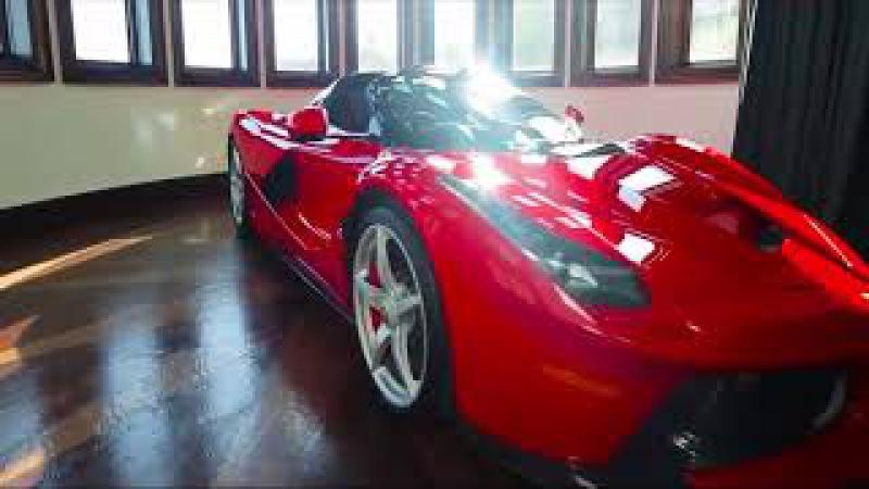 Un super Ferrari LaFerrari Aperta en el garaje más lujoso del mundo