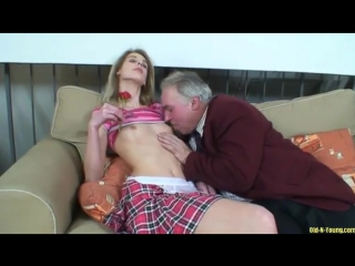 секс видео дед ебет внучку