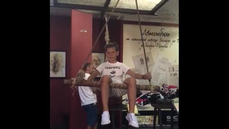 Бондаренко Марк в Instagram Я лечу на летательном аппарате Леонардо да Винчи Я думал что это ориг