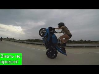 Волшебница на мотоцикле. Супер байкерша. Красиво едет на мотоцикле девушка