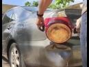 Посмотрите только, что он делает с вмятинами на машине!