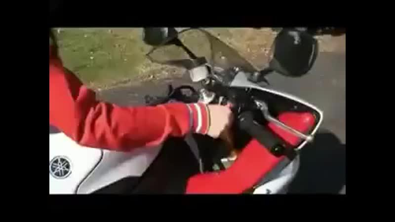 Potryasayushhij klip devushki na mototsikle