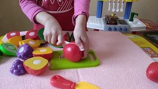 Нарезаем фрукты. Все что надо для фруктового салата