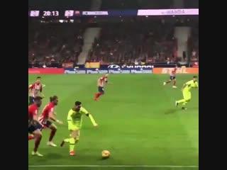 Шикарный финт Месси в матче с Атлетико