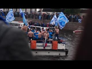 Зенит провёл чемпионский парад в Санкт-Петербурге на корабле и автобусе